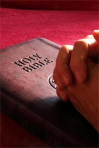 praying_on_bible_red